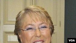 La presidenta de Chile, Michelle Bachelet, calificó de ofensivas y altisonantes las palabras de su homólogo peruano, Alan García.