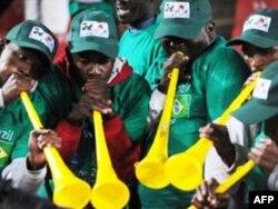 Tù và Vuvuzela