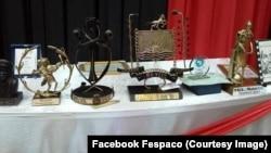 Quelques trophées au 25e Festival panafricain du cinéma et de la télévision de Ouagadougou (Fespaco), 4 mars 2017. (Facebook Fespaco/VOA)