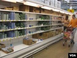 莫斯科的一家超市。制裁使食品品种减少