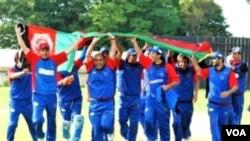 Tim kriket Afghanistan berhasil meraih perak dalam Asian Games 2010. Tim ini menjadi sorotan umum karena terdiri dari atlet-atlet paruh waktu yang berlatih di kamp-kamp pengungsi tahun lalu.
