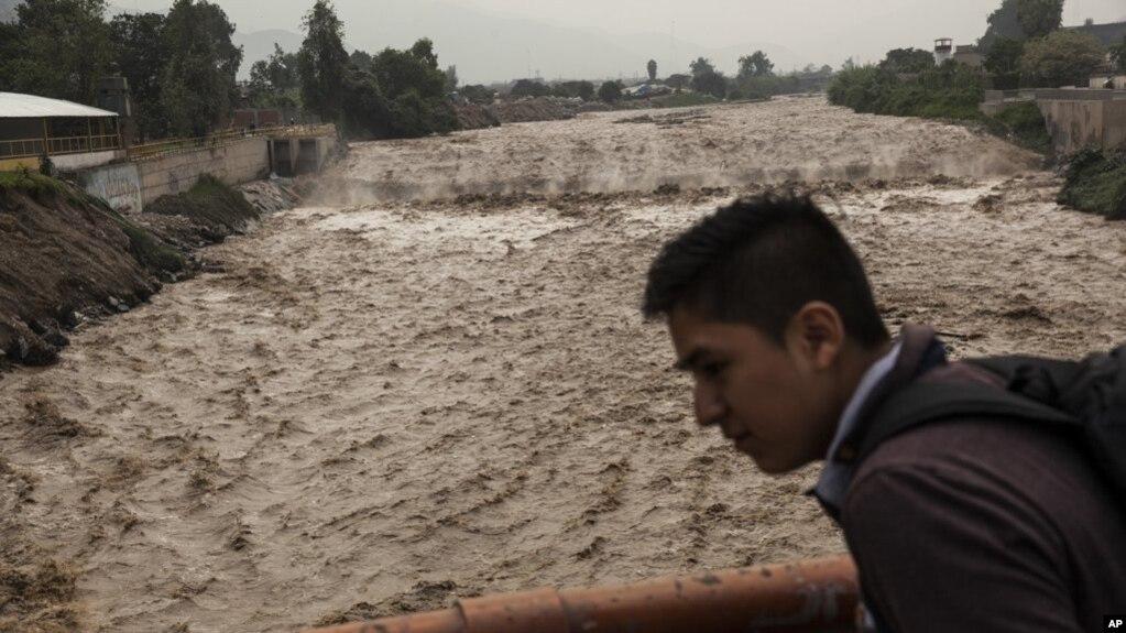 Los expertos climatológicos anunciaron que las lluvias continuarían al menos por otras dos semanas. Las precipitaciones han afectado unas 12.000 viviendas en más de 700 distritos de todo el país.