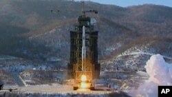 2012年12月12日,银河三号火箭在朝鲜西海发射场升空。