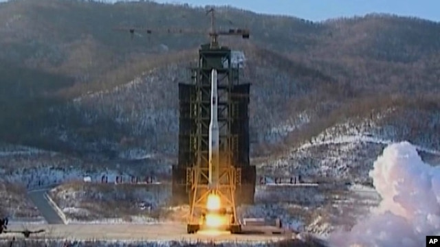 North Korea's Unha-3 rocket lifts off from the Sohae launching station in Tongchang-ri, North Korea, December 12, 2012.