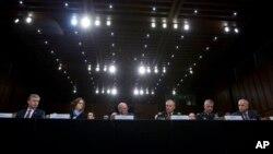 Участники слушаний в Комитете Сената по разведке