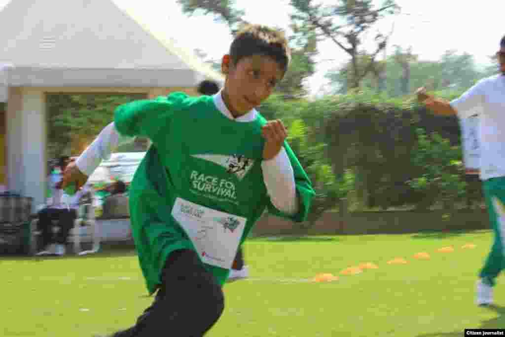 رواں ہفتے لیڈی ہیلتھ ورکرز کو درپیش مسائل پر توجہ مبذول کروانے کے لیے دنیا کے 66 ممالک میں 50 ہزار بچوں نے عالمی میراتھن دوڑ میں حصہ لیا۔