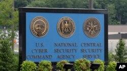 Papan di luar kantor Badan Keamanan Nasional AS (NSA) di Fort Meade, Maryland.