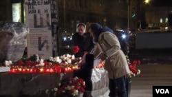 莫斯科市民10月29日悼念斯大林政治迫害受难者(美国之音白桦拍摄)
