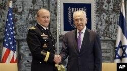 美軍參謀長聯席會議主席登普西(左)星期五在耶路撒冷會晤以色列總統佩雷斯
