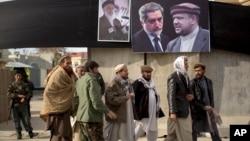 10일 아프가니스탄 카불에 다음 달 열리는 대통령 선거 후보들의 벽보가 붙어있다.
