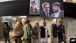 Hình ảnh các ứng cử viên tổng thống tại trung tâm thủ đô Kabul. Cuộc bầu cử tổng thống sắp tới được xem là rất quan trọng cho sự ổn định của Afghanistan.