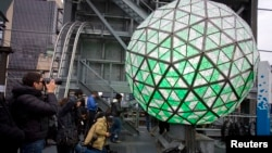 圖為2013年除夕紐約時報廣場午夜倒數水晶球。