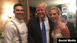 دونالد ترامپ و عروس و داماد عکس یادگاری گرفتند.
