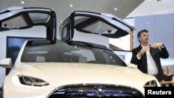 Chiếc Tesla X Concept SUV