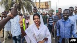Faayilii - Alaa Salah, dargaggeetti mormii Sudaan hogganuudhan tibba tokko interneetii irratti dubii ijoo taatee turte