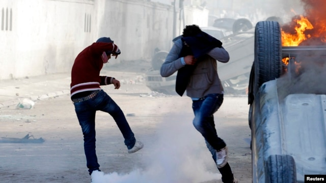 tunisia tear gas