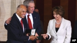 FILE - President Bush, center, and House Speaker Nancy Pelosi stand with Tuskegee Airman Dr. Roscoe Brown, Jr., in the Capitol Rotunda in Washington, March 29, 2007, after Brown received a Congressional Gold Medal during a ceremony honor the Tuskegee Ai