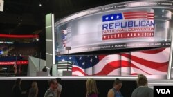 Last-minute preparations by journalists and convention workers are underway at Quicken Arena before the start of the Republican National Convention in Cleveland, Ohio, July 17, 2016. The convention begins Monday. (M. Bush/VOA)
