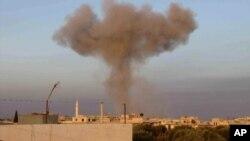 Взрыв авиабомб сирийской правительственной авиации в селении Тафтаназ в провинции Идлиб. Сирия (архивное фото)