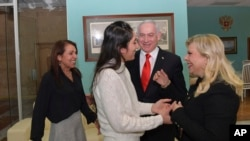 Наама Иссахар и ее мать Яффа встречаются с премьер-министром Израиля Биньямином Нетаньяху и его женой Сарой в Москве, Россия, 30 января 2020