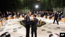 아시아태평양경제협력체(APEC) 정상회의에 참석해 악수를 나누는 미-러 양국 정상