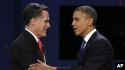 အေမရိကန္သမၼတေလာင္းေတြျဖစ္တဲ့ Mitt Romney (ဝဲ) နဲ႔ သမၼတ Obama (ယာ)။ ေအာက္တိုဘာ ၃ ရက္ ပထမေက်ာ့ စကားစစ္ထုိးပဲြအၿပီး ႏႈတ္ဆက္ေနစဥ္။