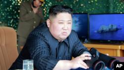 Ông Kim Jong Un giám sát vụ phóng thử tên lửa hôm 4/5.