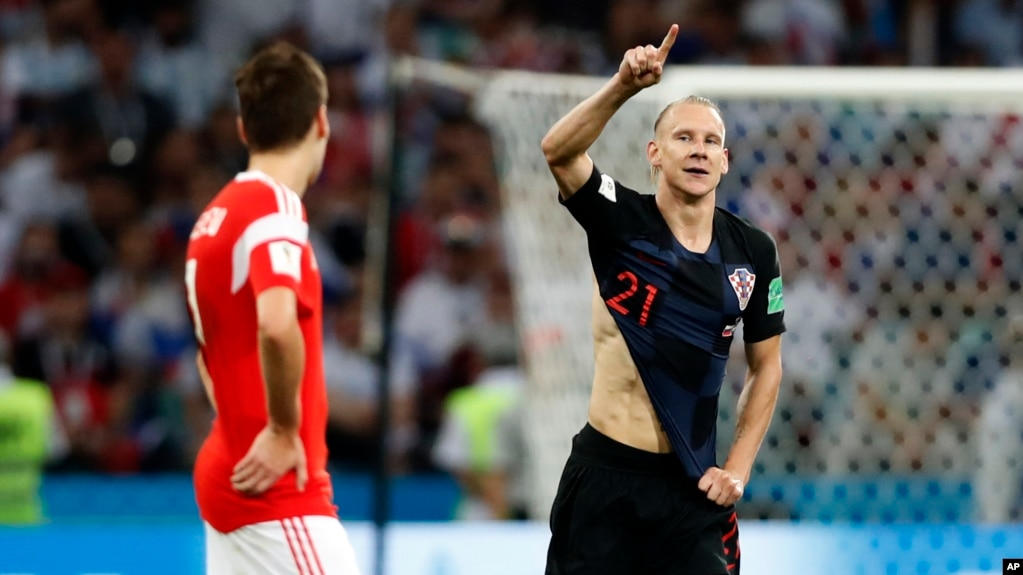 Domagoj Vida (derecha) celebra después de anotar su segundo gol durante el partido de cuartos de final entre Rusia y Coracia en la Copa Mundial el 7 de julio de 2018 en Sochi, Rusia.
