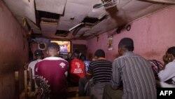 Des Camerounais de retrouvent pour parler des difficultés de vivre leur homosexualité à Yaoundé, le 2 octobre 2019.
