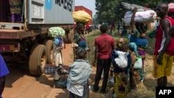 Une famille fuyant les affrontements à Bangui en RCA pour rejoindre le Cameroun. Fev. 22, 2014.