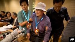 资料照 一位二战期间被强征的中国劳工在记者会上(2016年6月)