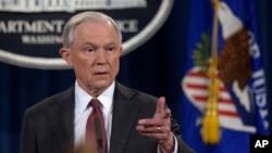 Bộ trưởng Tư Pháp Hoa Kỳ Jeff Sessions bị cáo buộc có liên lạc với phía Nga trong kì bầu cử Tổng thống năm ngoái.