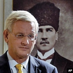 Sweden's Foreign Minister Carl Bildt attends a news conference in Ankara, Turkey, on October 16, 2011