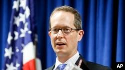 벤자민 글레스먼 연방 검사가 10일 오하이오주 신시내티에서 기자회견을 열고 중국 정부 스파이를 기소했다고 밝혔다.