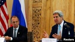 존 케리 미국 국무장관과 세르게이 라브로프 러시아 외무장관이 7일 인도네시아 발리에서 만나 이란 핵 문제를 논의했다.