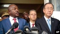 Ông Ban Ki-moon và Tổng thống Burundi Pierre Nkurunziza tại cuộc họp báo chung ở Bujumbura, ngày 23/2/2016.