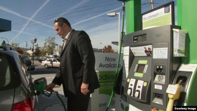 A motorist fuels up on algae-based biodiesel during a month-long test run of the product in the San Francisco Bay area. (Courtesy Solazyme)