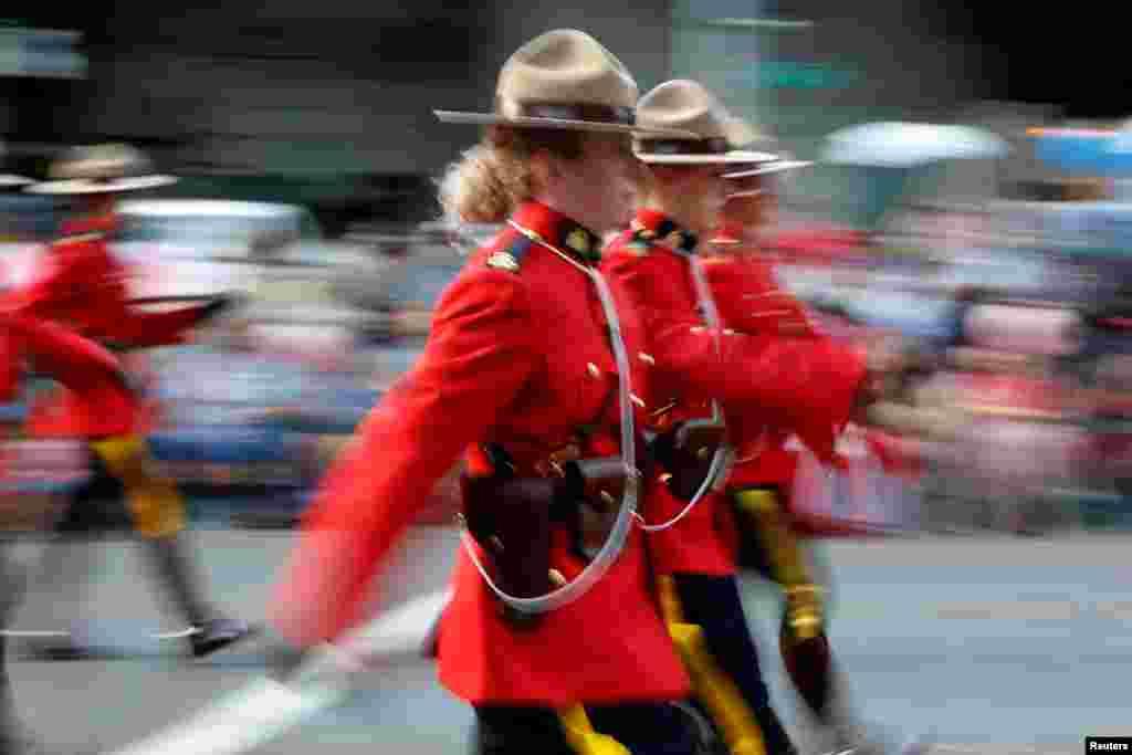 Kanadanın Kral Atlı Polisi paradda