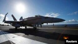 Chiến đấu cơ Super Hornet F/A 18E chuẩn bị cất cánh từ tàu sân bay USS Ronald Reagan.