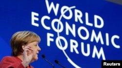 德國總理默克爾2019年1月23日在達沃斯論壇上發言(路透社)