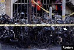 Sepeda motor terbakar akibat ledakan bom di salah satu gereja di Surabaya.