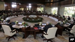 2013年10月7日,亞太經合組織各國領導人在印尼巴厘島出席會議。