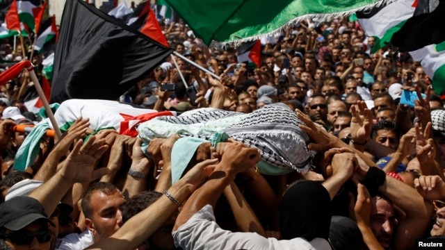Palestinians carry the body of 16-year-old Mohammed Abu Khudair during his funeral in Shuafat, an Arab suburb of Jerusalem, July 4, 2014.
