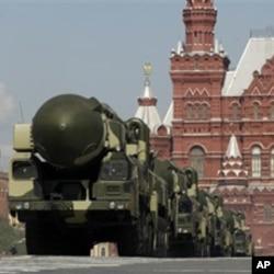 梅德韋傑夫說,如果俄羅斯不能就美國的反導彈防禦計劃問題與美國達成共識,那麼俄羅斯將在本國南部和西部部署遠程導彈。