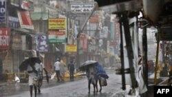 უპრეცედენტო ქარიშხალი ინდოეთში