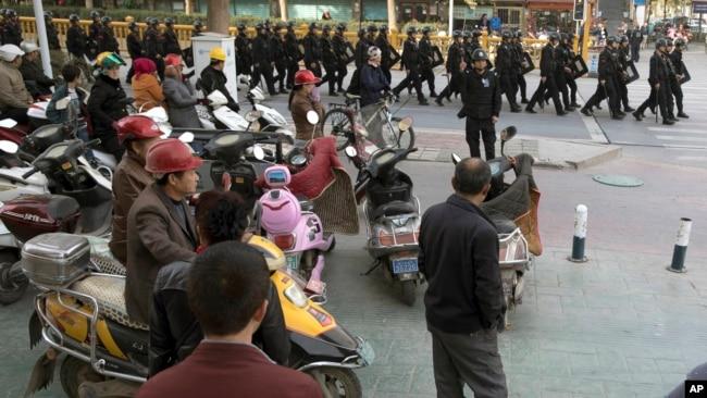 不顾中国反对 马来西亚释放11名维族人