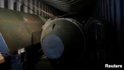 파나마 정부가 16일 북한 선박 안에서 적발한 미사일 부품.