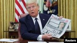 Presidenti Trump përpara nënshkrimit të urdhërit ekzekutiv