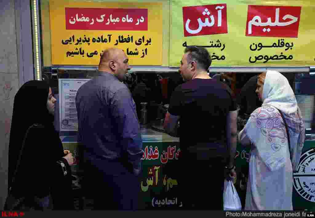 حال و هوای افطار در سطح شهر تهران. عکس: محمدرضا جنیدی فرد