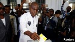Martin Fayulu vote à Kinshasa en RDC le 30 décembre 2018.